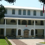 Посольства и консульства