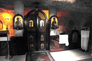 Пещера св. Николая, Mир-Ликийских чудотворца1