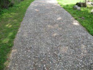 Галечная дорожка в парке