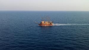 Лара море кораблик