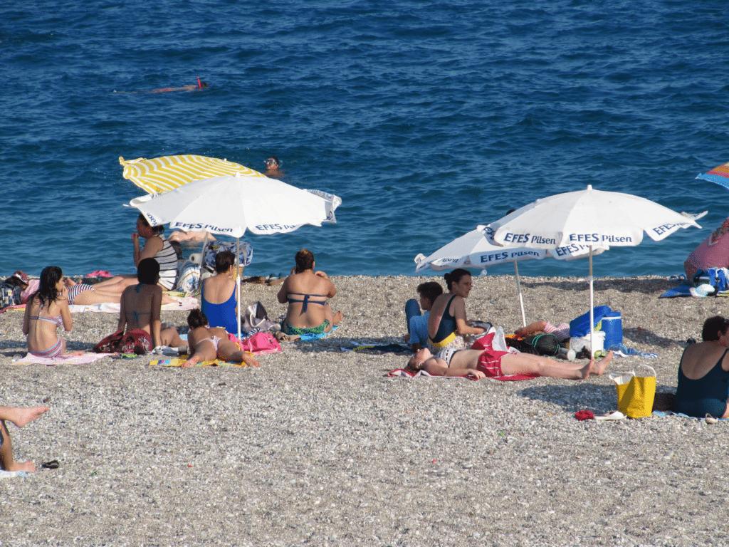 Галечный пляж в Гюрсу