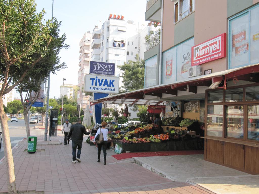 Магазин Тивак на бульваре Гази Мустафа Кемаль