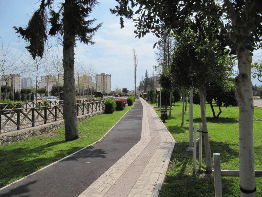 Самый длинный парк в Анталье = 700 м.