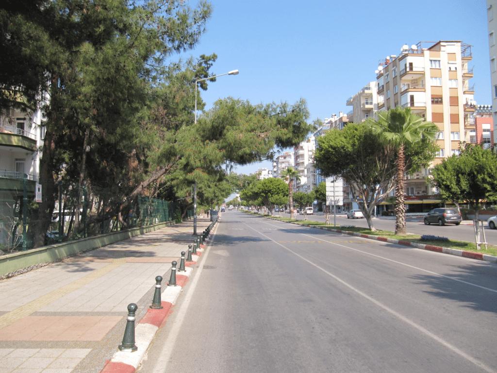 Средняя часть бульвара Гази Мустафа Кемаль