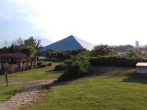 Стеклянная пирамида в парке Ататюрка Анталья