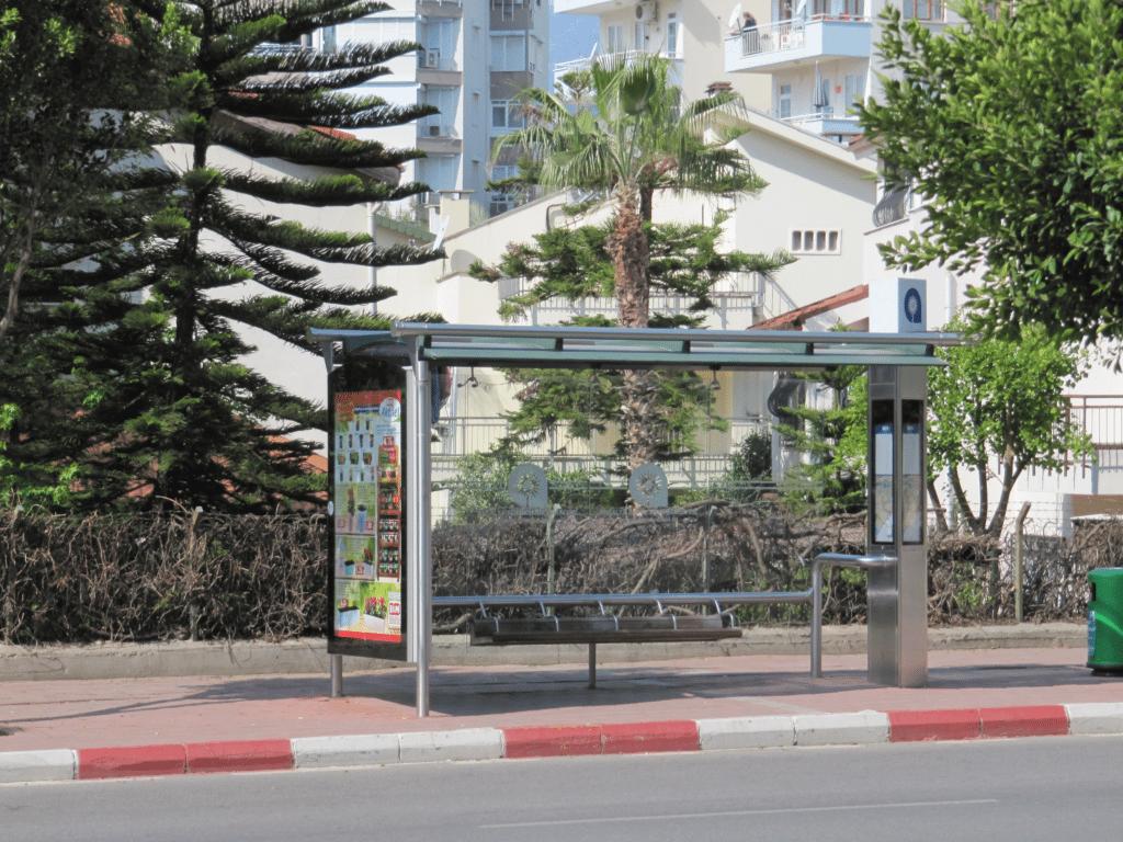 Такая славная остановка транспорта на бульваре Гази Мустафа Кемаль