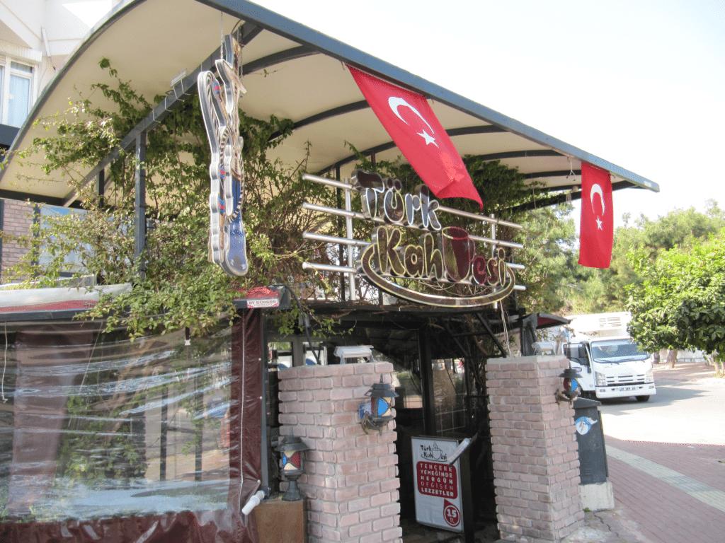 Турецкое кафе на бульваре Гази Мустафа Кемаль