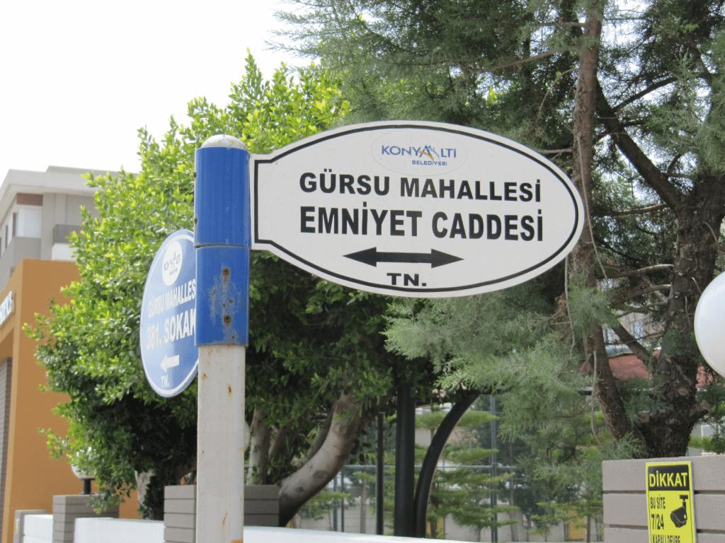 Улица Эмниет в Гюрсу