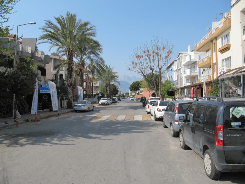 Улица в юго-восточной части Гюрсу