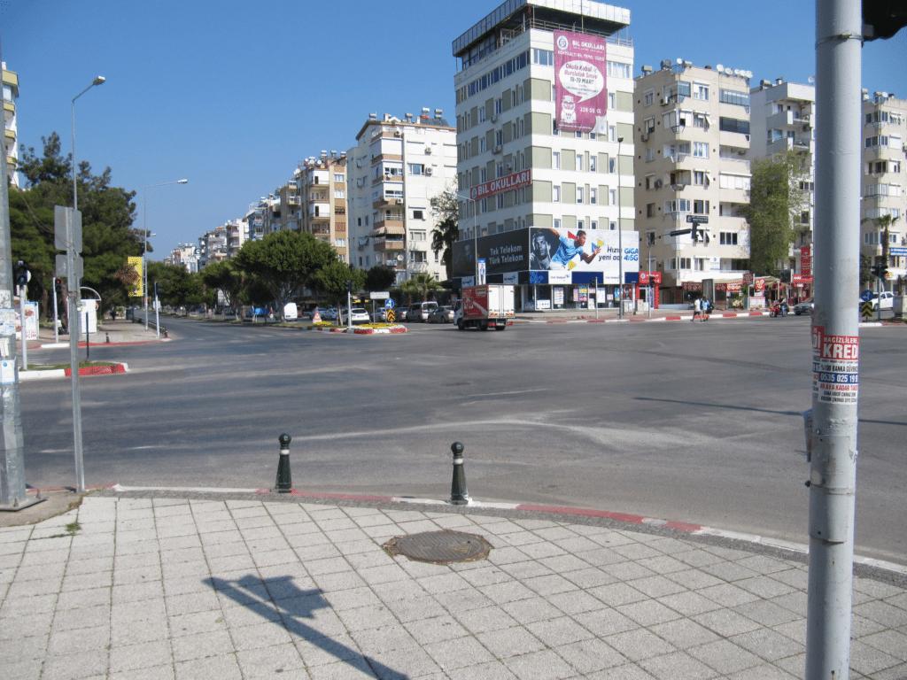 Центральный перекрёсток Гюрсу и Алтынкума